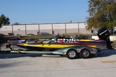 Le bass-boat Triton assorti au 4x4
