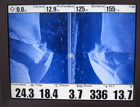 Grande épave au Side Imaging, on place le curseur sur l'endroit souhaité de l'épave.